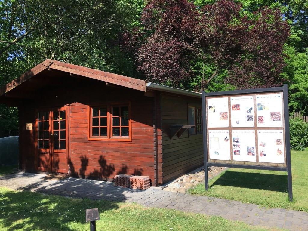 Lehrbienenstand, Bienenhaus am Generationengarten am Kaisergarten